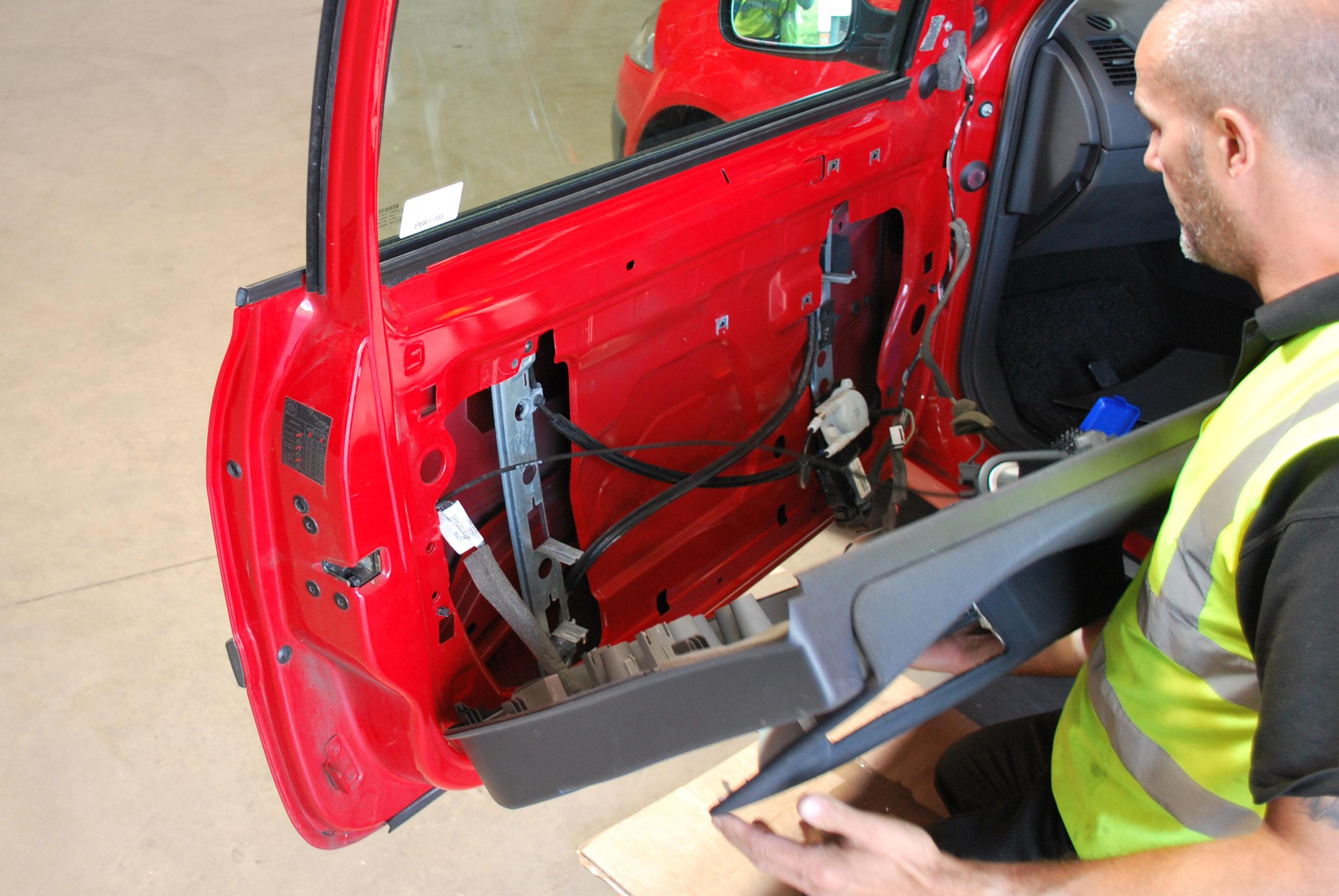 Replacing a window lift regulator
